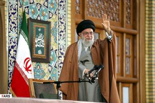 شروع سخنرانی مقام معظم رهبری در رواق امام خمینی در حرم حضرت علی ابن موسی الرضا/ شناخت مزیتها و ظرفیتهای کشور  بسیار اهمیت دارد
