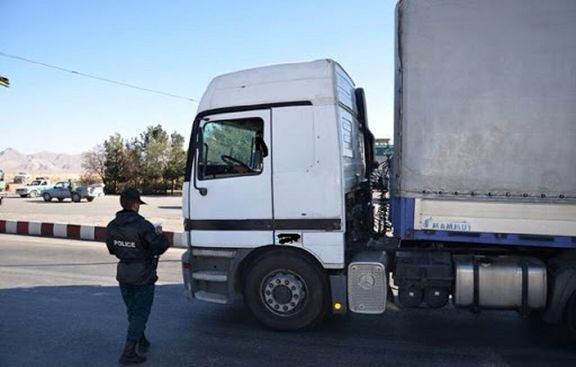 کشف یک کامیون آناناس قاچاق در مرز پرویزخان قصرشیرین