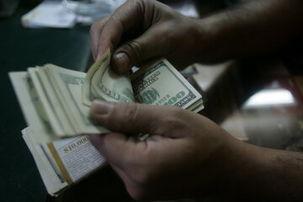 افزایش نرخ دلار در صرافیهای بانکی / هر دلار به 12 هزار و 300 تومان رسید
