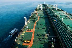 چین اولین محموله نفتی خود را از ایران بار زد