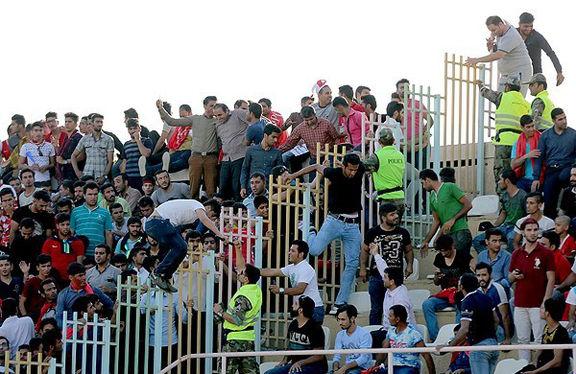 تدابیر امنیتی شدیدی در ورزشگاه غدیر اهواز /سنگ پرانی به اتوبوس سرخ ها