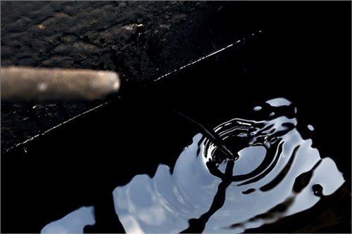 تاریخ سومین عرضه نفت خام مشخص شد/ اول بهمن نفت دوباره در بورس عرضه می شود