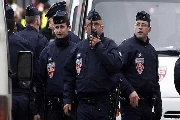 مَردی در فرانسه  ۵ نفر را گروگان گرفت