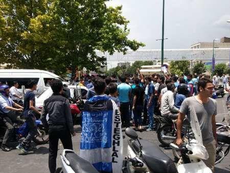 هواداران معترض استقلال علیه وزارت ورزش و مسئولان استقلال شعار دادند