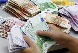 ارز مسافرتی 11 هزار و 820 تومان در شعب بانکی عرضه می شود