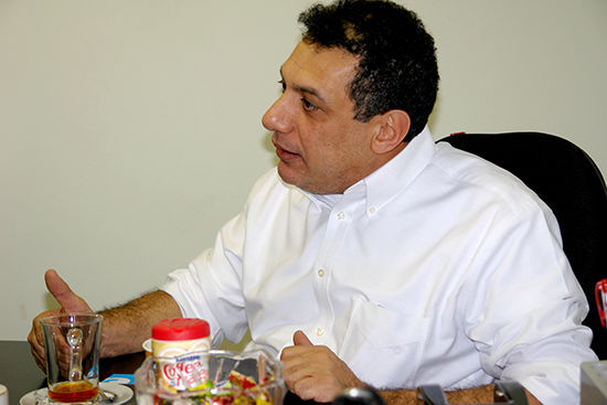 نزار زاکا شهروند لبنانی زاندان اوین برای پارلمان لبنان کاندید شد