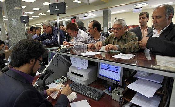 مردم برای بستن سپرده های با سود 15 درصد به بانک ها می روند