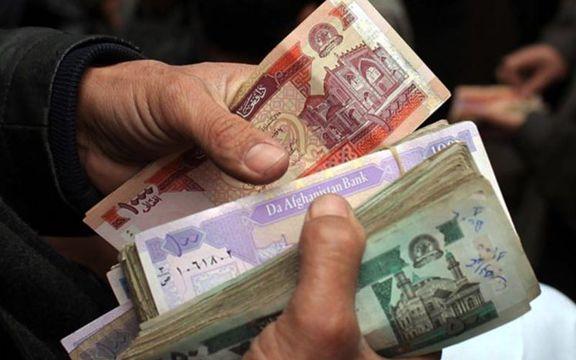 رشد عجیب ارزش پول افغانستان در ایران/ دلالان ارز به سراغ افغانی رفتند