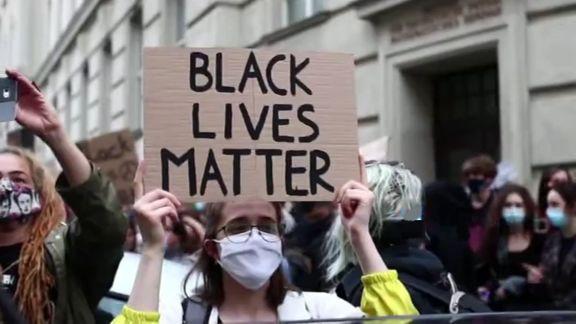 سرنگونی مجسمه آلبرت پایک توسط معترضان آمریکایی + فیلم