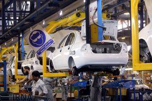 دولت به خودروسازان کمک زیان پرداخت کند