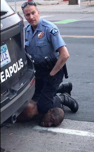 پلیس قاتل سیاهپوست آمریکایی در میناپولیس بازداشت شد