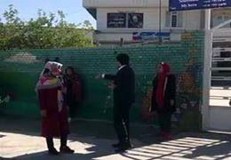 یکی از کاندیدای انتخابات مانع از رای دادن مردم شد+ فیلم