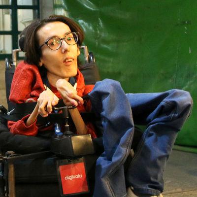 برنامه نویس معلول به حرف های رشید پور واکنش نشان داد
