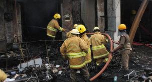 آتشسوزی در یک کارخانه تولید کیف در هند 43 نفر را به کام مرگ کشاند