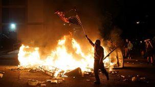 کشته شدن 13 نفر در درگیری خونین پلیس با معترضان آمریکایی