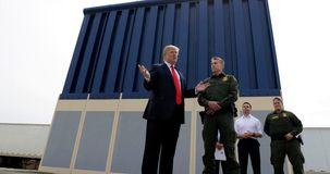 ارتش آمریکا نیروهایش را به تدریج از مرز مکزیک عقب می کشد