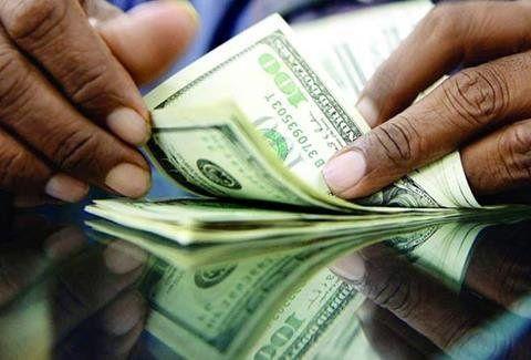 افزایش 900 تومانی قیمت دلار در بازار / هرد لار 14 هزار و 400 تومان و هر سکه 4 میلیون و 450 هزار تومان + جدول