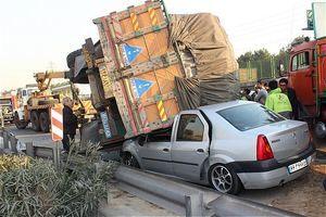 تصادف زنجیرهای 25 خودرو در محور قزوین