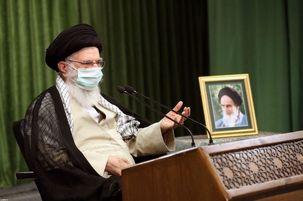 رهبر معظم انقلاب: وقتی نگاه می کنم کسی ماسک نمیزند از آن پرستار و پزشک فداکار خجالت میکشم