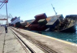 غرق شدن کشتی تجاری با صدها کانتینر در بندر شهید رجایی + ویدئو
