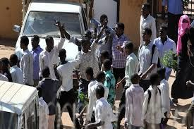 سودانی ها همچنان در خیابان ها هستند