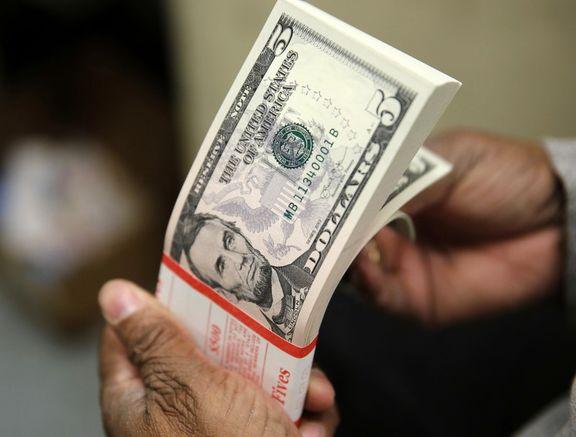 دلار در پی اعلام احتمال کاهش نرخ بهره کاهش یافت