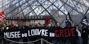 تجمع معترضین فرانسوی موزه «لوور» را به تعطیلی کشاند