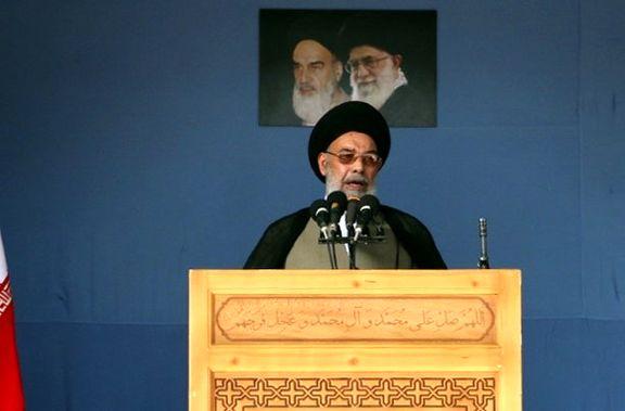 دفتر امام جمعه اصفهان: خانه های تارکان نماز جمعه  را بر سرشان خراب نمیکنیم