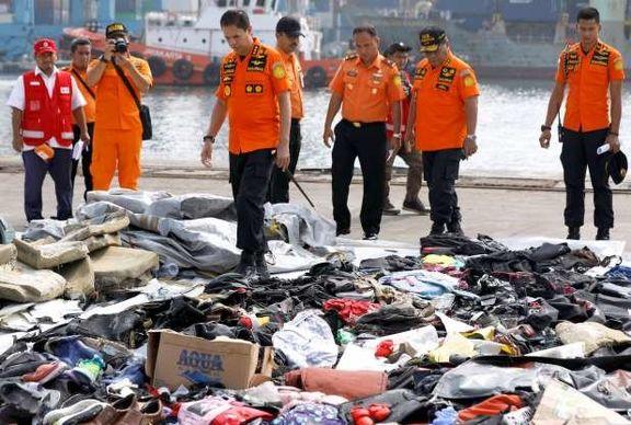جزئیات خبر سقوط هواپیمای مسافربری اندونزی/ بقایای اجساد قربانیانِ کشف شدند