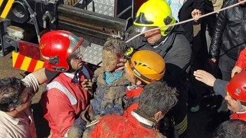 گرفتار شدن چند کارگر در چاه یک مرکز درمانی در دارآباد
