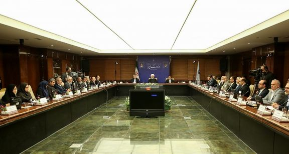 حسن روحانی در جمع مقامات وزارت نیرو: حل مشکل آب با بارور کردن ابرها راهحلی اساسی نیست / بارور کردن ابرها تفکری شاهانه بود