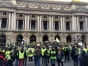 تصاویری از اعتراضات امروز جلیقه زردها در فرانسه + تصاویر