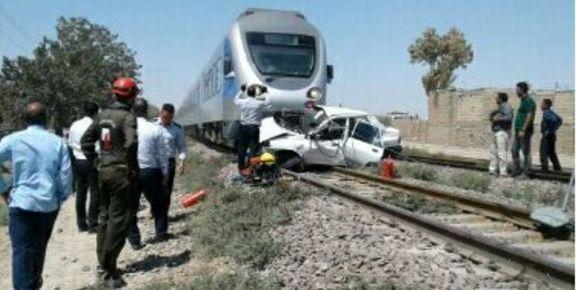 قطار یک خودرو پراید را زیر گرفت