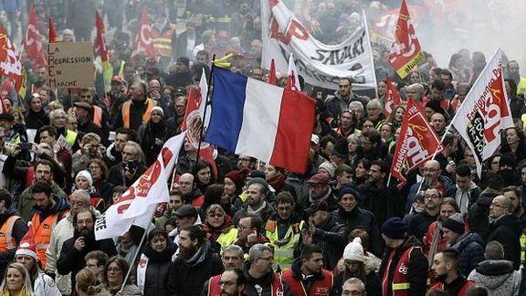 اتحادیههای تجاری معترض پاریس به خیابانها آمدند