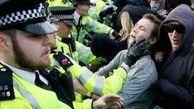 درگیری تن به تن پلیس لندن با معترضان