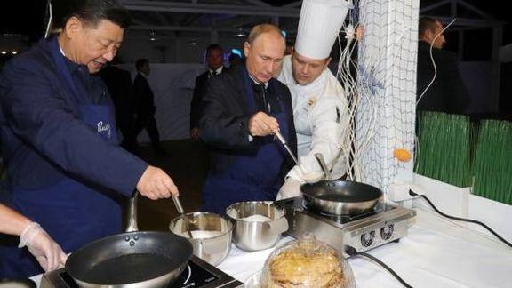 پوتین و ژی جینپینگ در نمایشگاهی در روسیه پنکیک پختند + تصاویر
