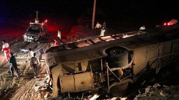 واژگونی یکدستگاه اتوبوس ۱۷ نفر را راهی بیمارستان  کرد