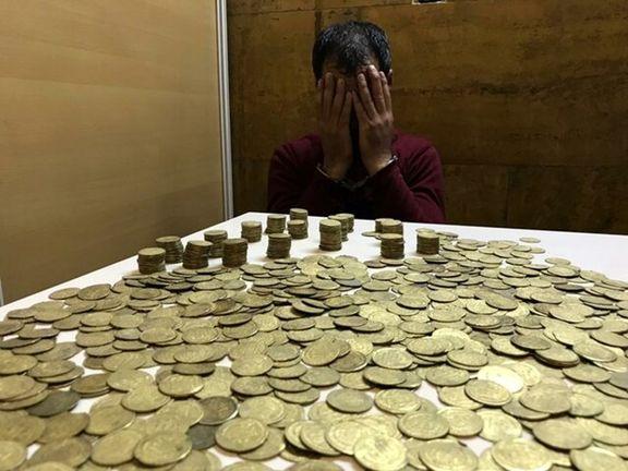 کشف سکه های عتیقه در متروی تهران + فیلم