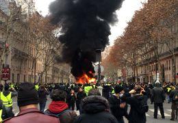 درگیری شدید پلیس با جلیقه زردها در پاریس + ویدئو
