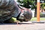 مجسمه جورج واشنگتن در شهر پورتلند توسط معترضان تخریب شد