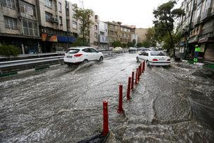 بارش شدید باران در جاده یزد به کرمان