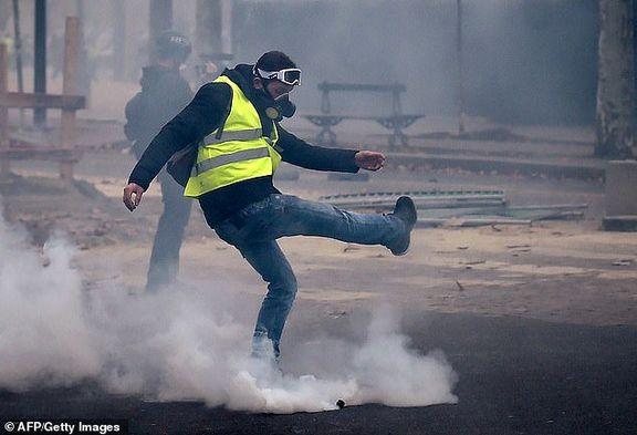 غوغای جلیقه زردها در خیابان های فرانسه / درگیری خشن جلیقه زردها با پلیس