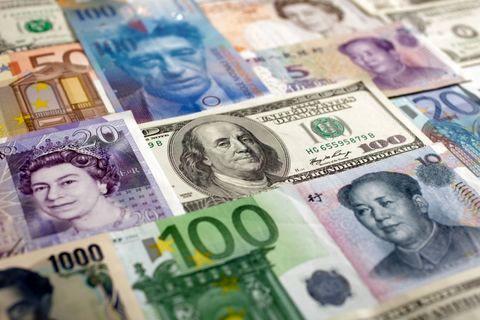 کاهش نرخ رسمی ۲۴ ارز همراه با افزایش نرخ پوند و یورو