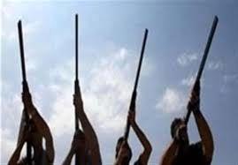 تیراندازی به نشانه اعلام عزا در چهلم یک فرد فوت شده - آبادان
