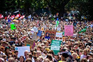 اعتراضات اقلیمی در 150 کشور جهان / نوجوانان رهبری بزرگترین اعتراضات تاریخ را بر عهده گرفتند