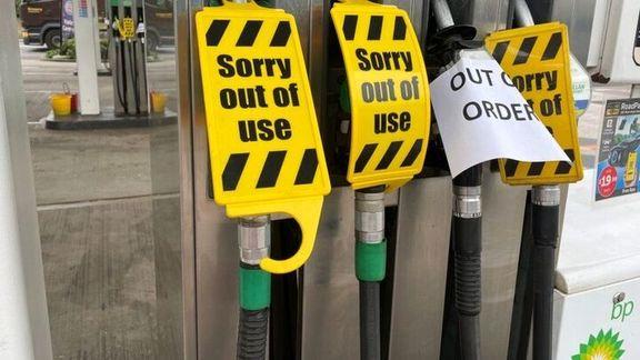صفهای طولانی در مقابل پمپ بنزینها در انگلیس
