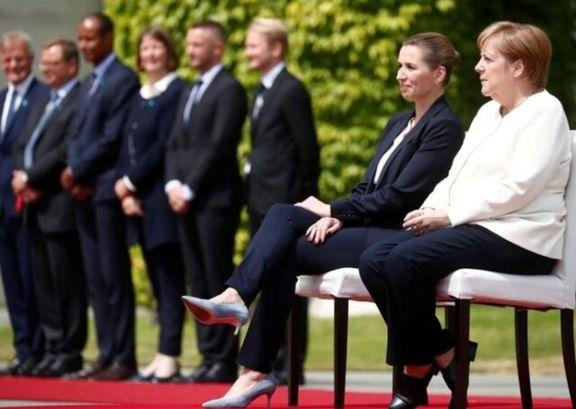 مرکل برخلاف پروتکل معمول نشسته از همتای دانمارکی خود استقبال کرد