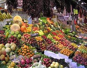 عرضه میوه شب عید شروع شد/میوه های تنظیم بازار راهی میادین میوه و تره بار شدند