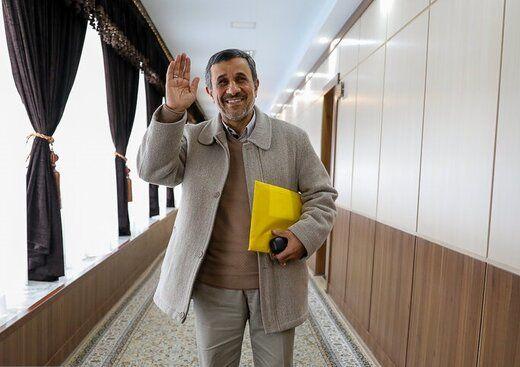 محمود احمدینژاد بیرون از جلسه رسمی مجمع تشخیص مصلحت + عکس