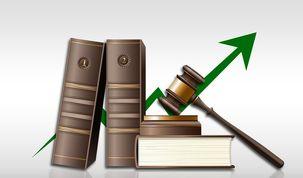 تغییر پیدرپی قوانین، بازار سرمایه را بیثبات میکند/ گران دانستن بازار بورس از نگاه مدیران سازمان فاجعهبار است